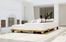 Sofa und Kamin im modernen Wohnzimmer — Stockfoto