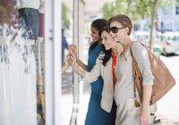 Women window shopping on city street — Stock Photo