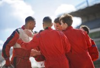 Racer and team talking on track — Stockfoto