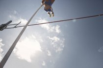 Pole vaulter clearing bar — Stock Photo