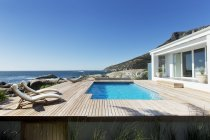 Luxury swimming pool with ocean view — Stock Photo