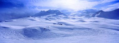 Перегляд сніг покриті гірський хребет — стокове фото