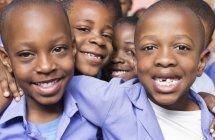 Афро-американських студентів посміхаючись разом — стокове фото