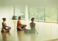 Man and women doing twisted stretch in gym studio — Stock Photo
