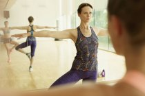 Fitness-Trainer, die führende Klasse konzentriert — Stockfoto