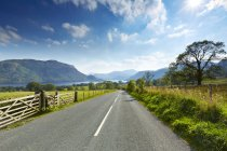 Rural road through scenic Lake District, Ullswater, Cumbria, England — Stock Photo