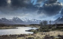 Scenic river and view of Black Mountains, Rannoch Moor, Scotland — Stock Photo