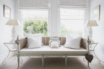 Interni divano di chic shabby Home vetrina — Foto stock
