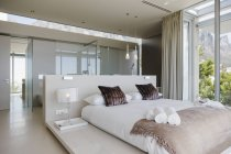 Vista panorâmica do interior do quarto moderno — Fotografia de Stock