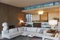 Современная гостиная комната в помещении — стоковое фото