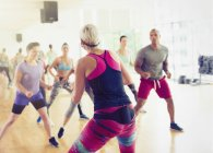 Fitness Instruktor führenden Aerobic-Kurs — Stockfoto