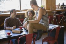Friends hanging out drinking coffee at cafe — Stock Photo