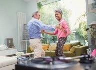 Couple senior ludique, danse de salon — Photo de stock