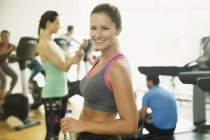 Portrait smiling woman resting at gym — Stockfoto