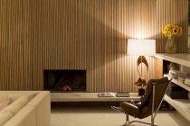 Kamin im modernen Wohnzimmer — Stockfoto