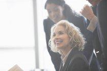 Negócios as pessoas falando em reunião — Fotografia de Stock