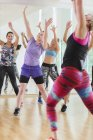 Women with arms raised in exercise class — Stockfoto