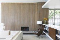 Holzwand des modernen Wohnzimmers — Stockfoto