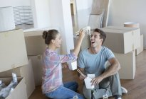 Couple eating Chinese take out food in new house — Stock Photo