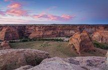 Восход солнца над Каньон де Челли, Нью-Мексико, Соединенные Штаты Америки — стоковое фото