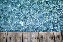 Glitzerndes blaues Wasser unter Deck — Stockfoto