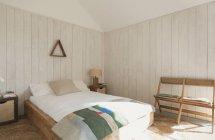 Home Vetrina a camera da letto semplice — Foto stock