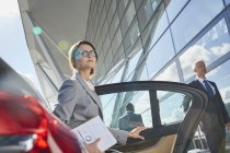 Businesswoman arriving at airport getting out of town car — Stock Photo