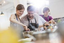 Couple enjoying cooking class kitchen — Stock Photo