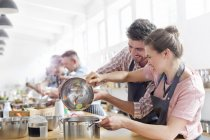Couple enjoying cooking class in kitchen — Stock Photo