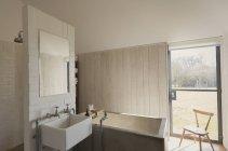 Home showcase bathroom with soaking tub — Stock Photo