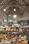 Свіжих продуктів на дисплеї ринку — стокове фото