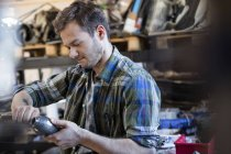 Mechanic fixing car part in auto repair shop — Stock Photo