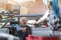 Mechanic reaching for tool in auto repair shop — Stock Photo