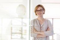 Femme d'affaires confiant de portrait dans le Bureau — Photo de stock