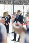 Nastro di taglio business persone alla cerimonia di nuova costruzione sito — Foto stock