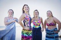 Портрет усміхнене жіночий плавців — стокове фото