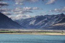 Scenic view of mountains and Lake Ohau, South Island New Zealand — Stock Photo