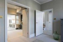 Casa di lusso interno vetrina — Foto stock