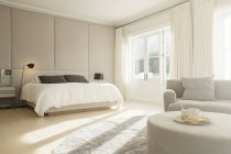 Sunny bedroom with sitting area — Stock Photo