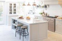 Cozinha de casa vitrine de luxo — Fotografia de Stock