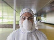 Retrato cientista sério em terno limpo — Fotografia de Stock