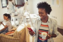 Woman drinking coffee and texting with smart phone — Stock Photo