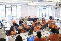 Hacker, die Codierung für einen guten Zweck bei hackathon — Stockfoto