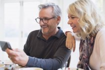 Mature couple taking selfie with smart phone — Stock Photo