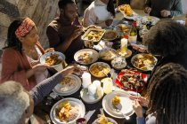 Famille de profiter de repas de Noël des Caraïbes — Photo de stock