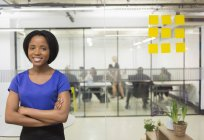 Portrait smiling, confident creative businesswoman in office — Stock Photo