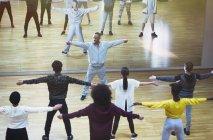Male instructor leading dance class in studio — Stock Photo