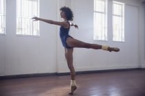 Graceful young female dancer practicing in dance studio — Stockfoto