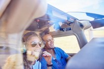 Happy pilot and copilot couple flying airplane — Stock Photo