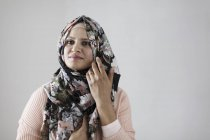 Portrait confident woman wearing floral hijab — Stock Photo